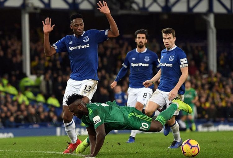 Yerry Mina Everton 2-2 Watford Premier League 2018-19 (1)