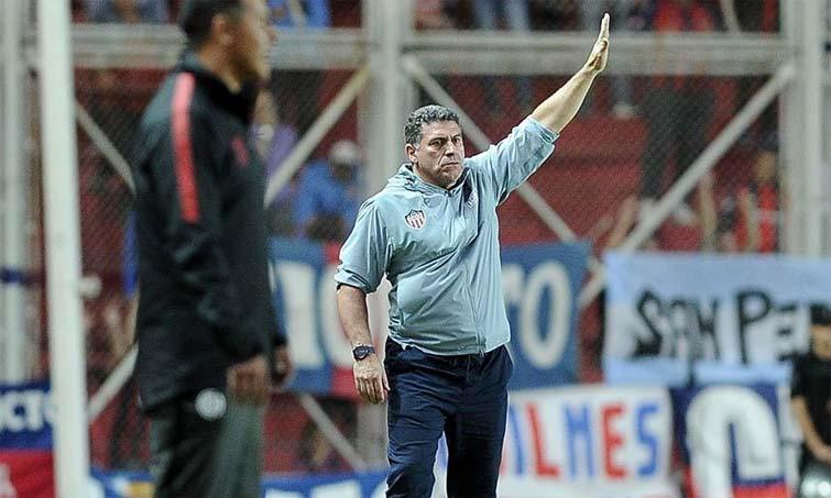 ¿Con quiénes compite Luis Fernando Suárez en el posible regreso al fútbol colombiano?