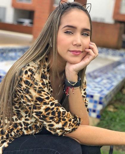 Lizzy Cardona (6)