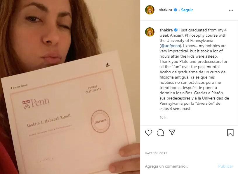 Shakira, Instagram, filosofía antigua, graduación