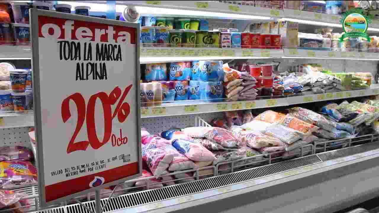 principales horarios que manejan las tiendas y almacenes más grandes de Colombia