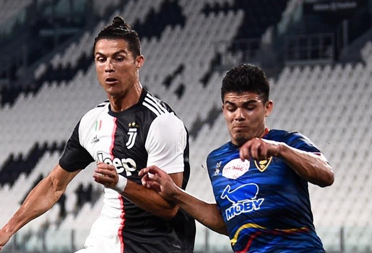 Brayan Vera Cristiano Ronaldo Lecce Serie A 2019-20