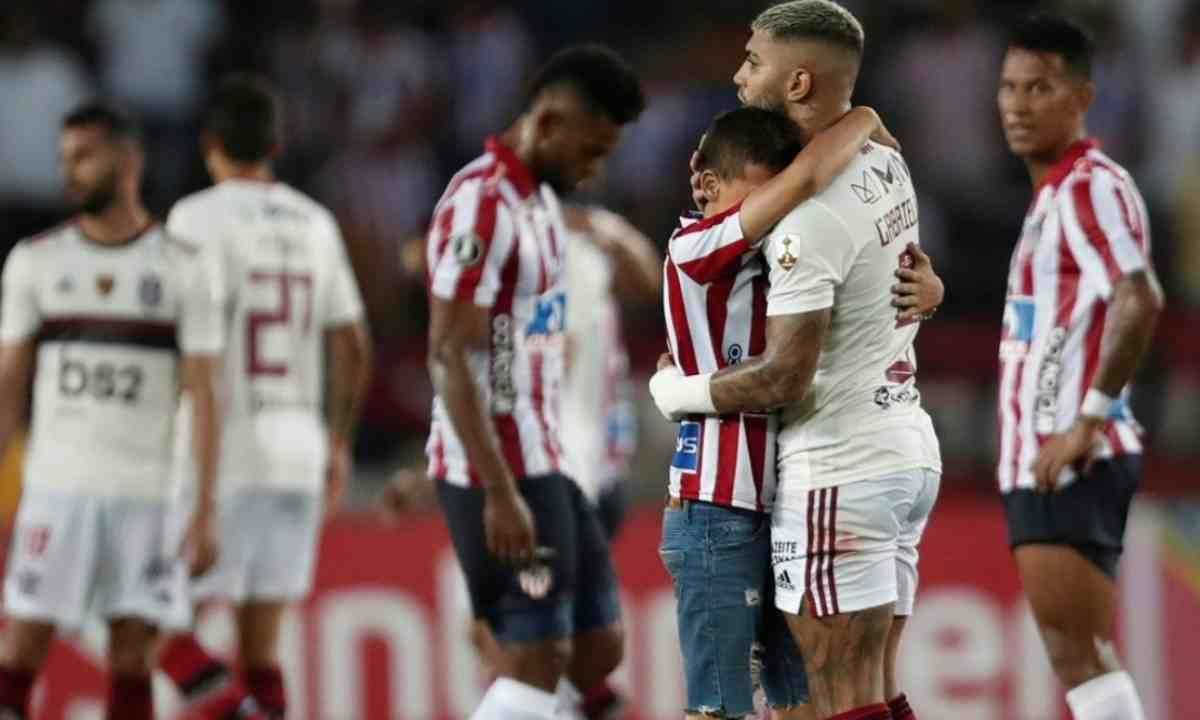 ¿Alguna vez un equipo colombiano superó en fase de grupos al vigente campeón