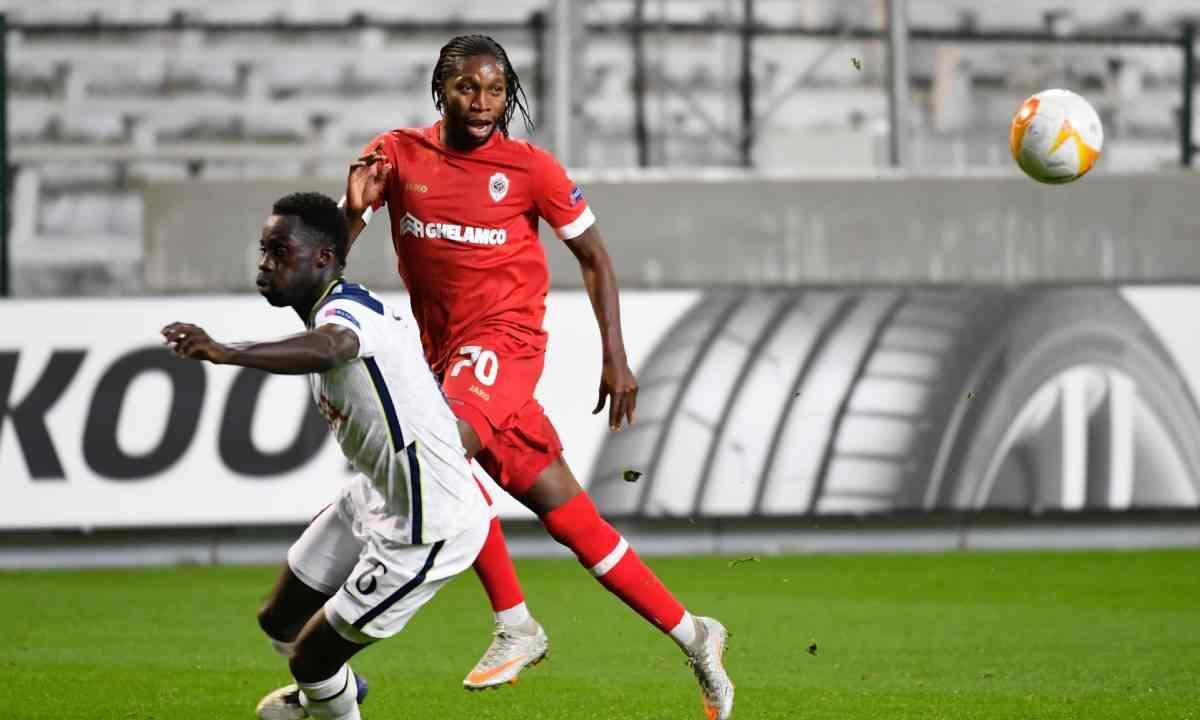 Con un terrible error defensivo, Tottenham perdió ante Antwerp