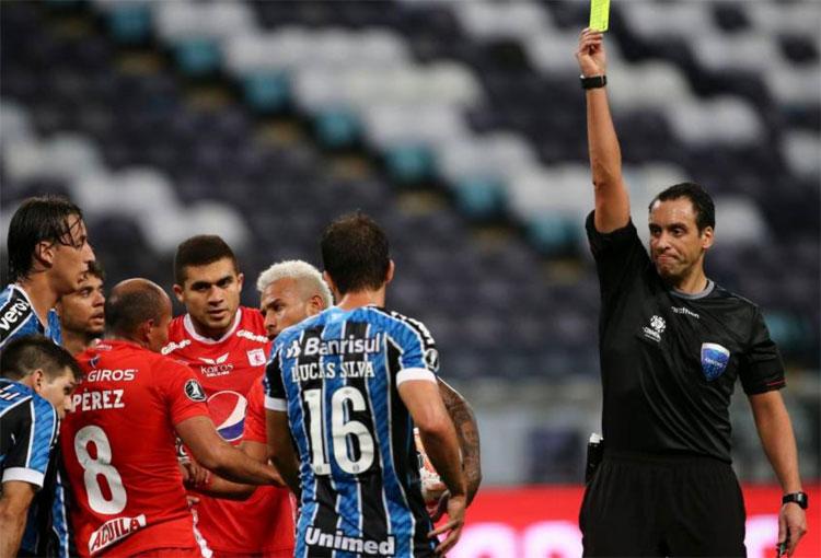 América de Cali: periodista argentino arremete contra el árbitro Rapallini