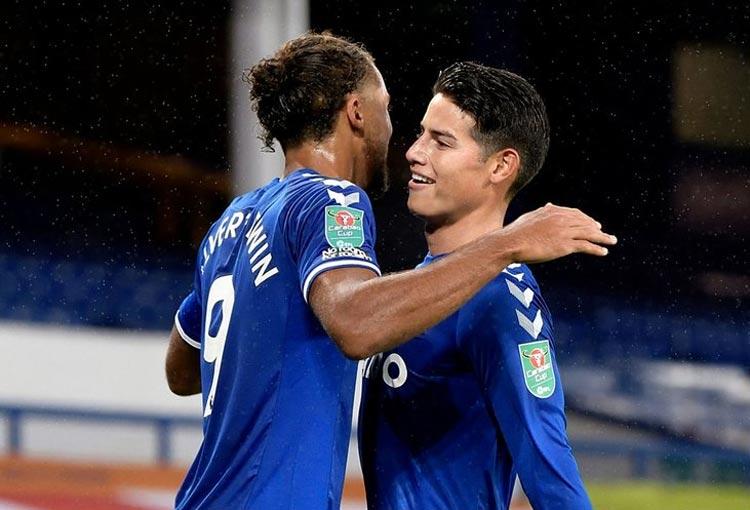 Calvert-Lewin está feliz por jugar con James Rodríguez