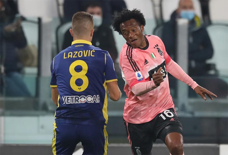 Juan Guillermo Cuadrado, VAR y travesaño evitan su gol y asistencia con Juventus