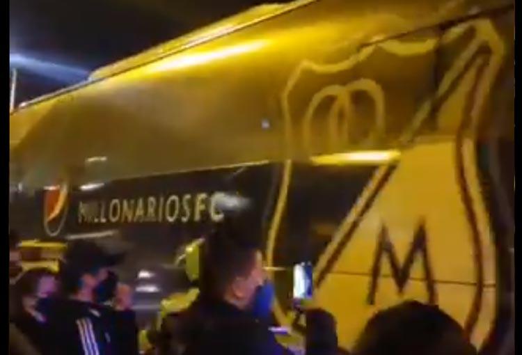 Hinchas de Millonarios y su protesta al equipo