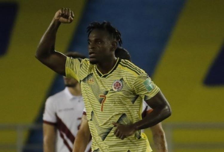Duván Zapata y su primer gol en Eliminatorias