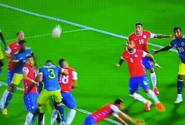 ¿Por qué le anularon un gol a la Selección Colombia en Chile?
