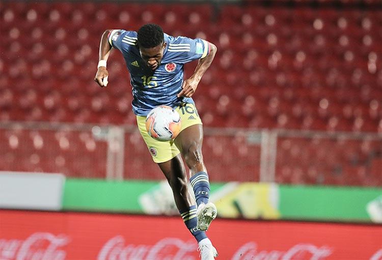Jéfferson Lerma festeja su primer gol con la Selección Colombia