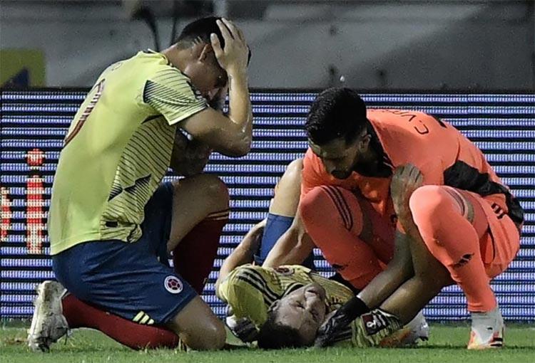 ¡Santiago Arias y la lesión en un partido que jugó por otra lesión!