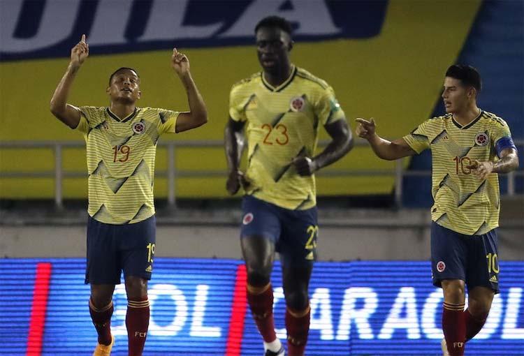 Formación titular de la Selección Colombia contra Chile