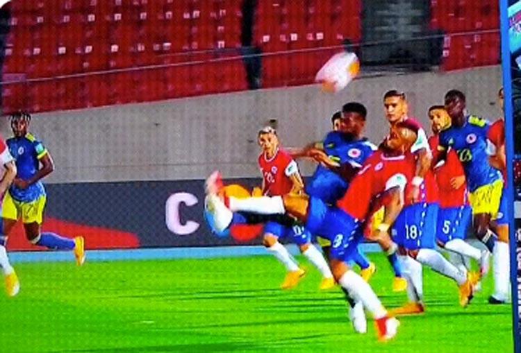 Lo que vio el VAR en el partido de la Selección Colombia en Chile