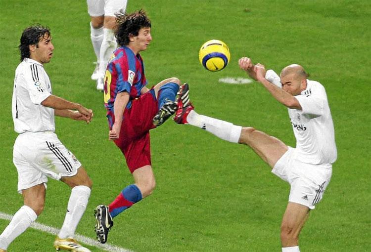 Zinedine Zidane y su historia jugando el clásico ante Barcelona