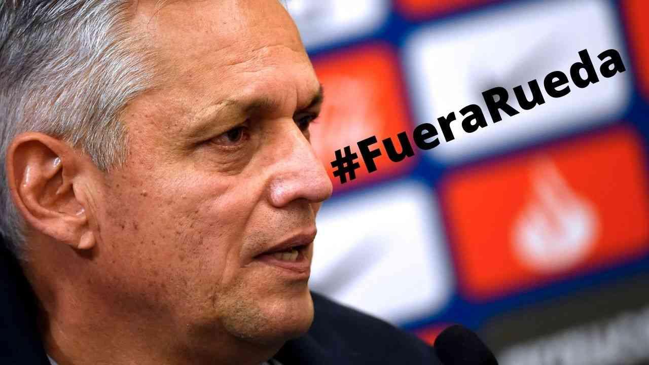Hinchas piden la salida de Reinaldo Rueda de Chile