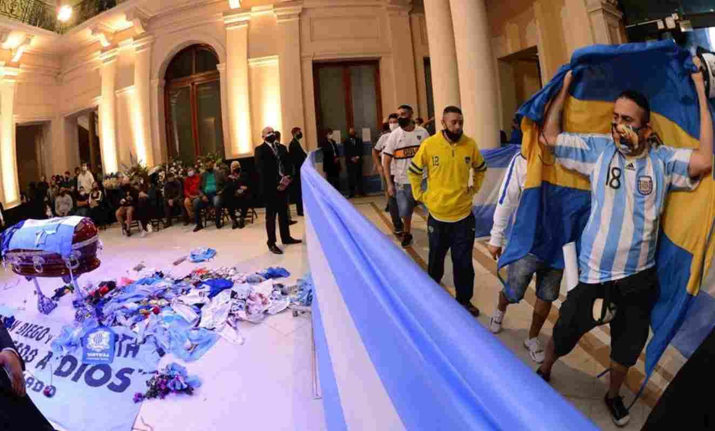Polémica foto del cadáver de Diego Maradona