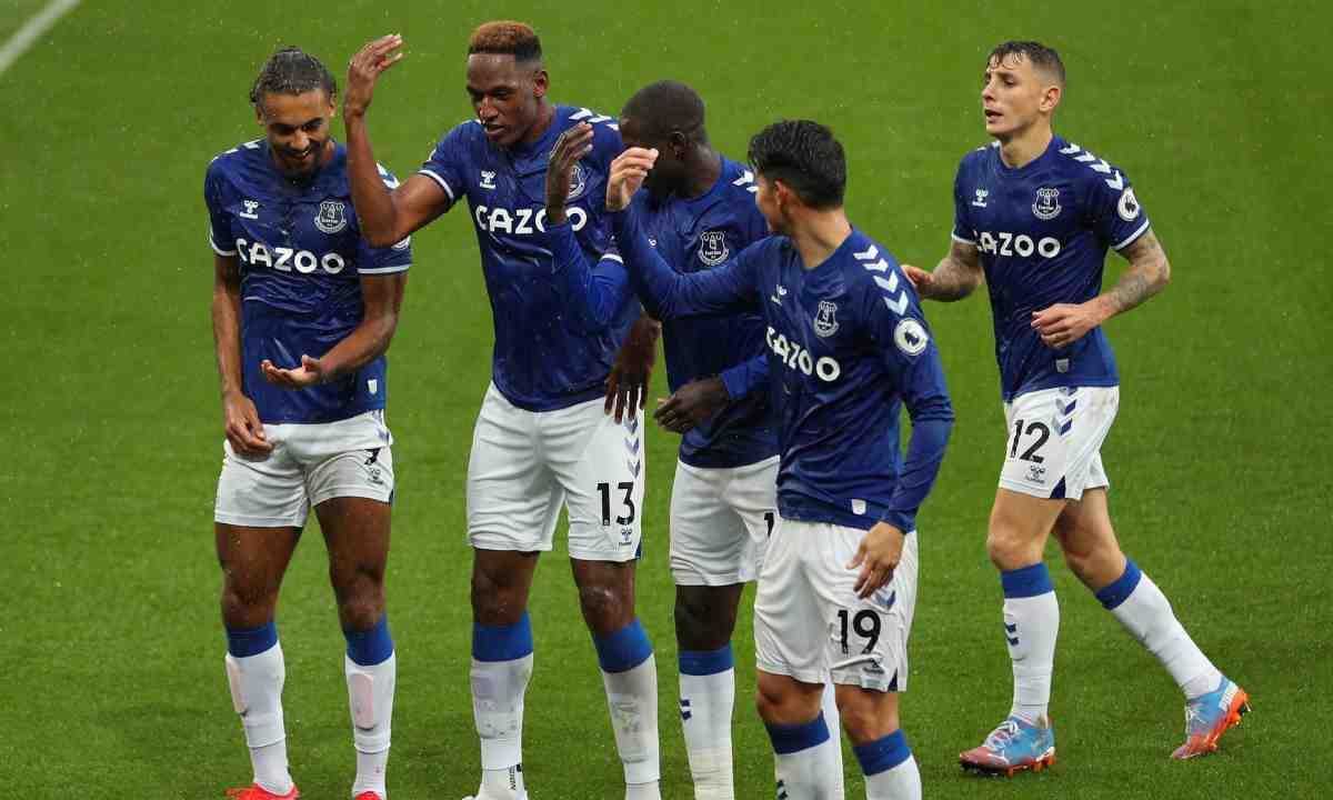 James se quedó sin su mejor socio en el Everton