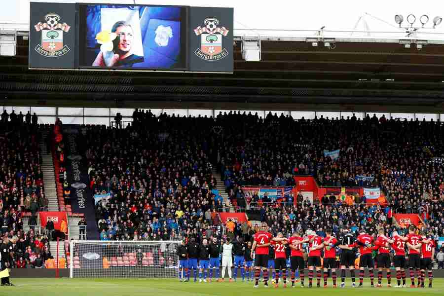 Vuelven los hinchas a los estadios en la Premier League