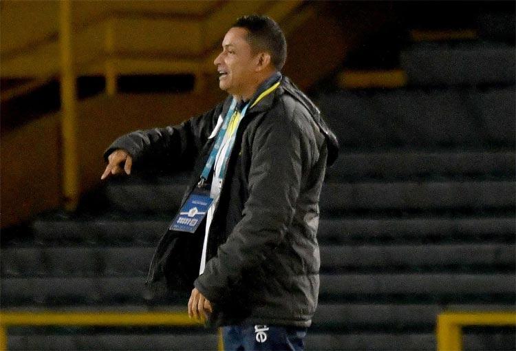 Alianza Petrolera confirmó la salida del DT César Torres