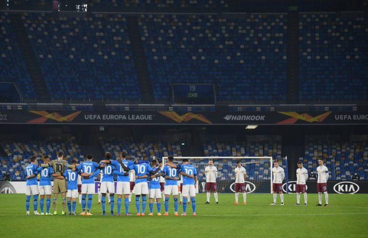 Jugadores del Napoli vestidos con la 10 de Maradona