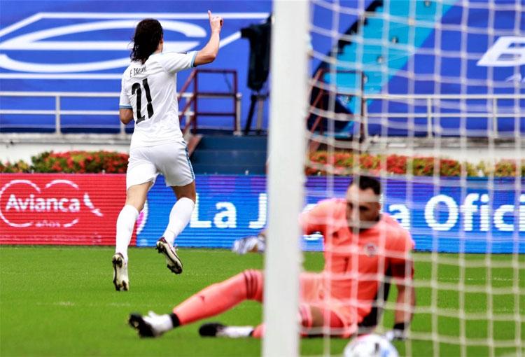 Édinson Cavani y otro gol a David Ospina tras 7 años