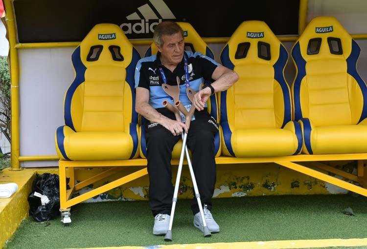 ¿Por qué el DT de Uruguay dice que están más perjudicados que la Selección Colombia?