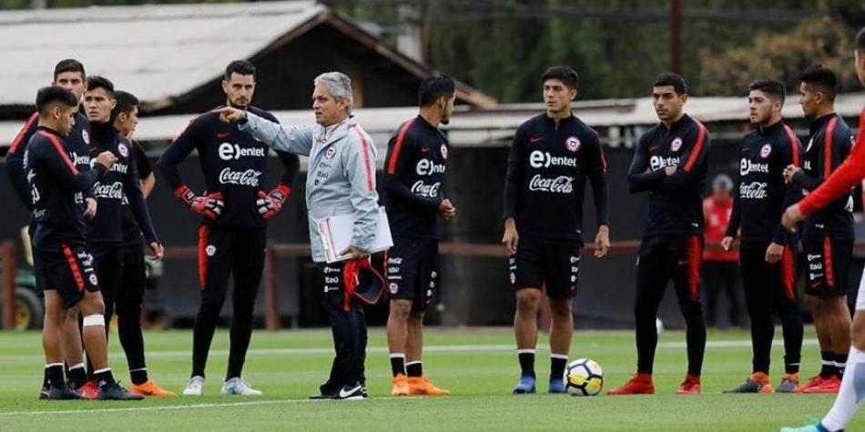 Jugadores de Chile, molestos con Reinaldo Rueda por negociar con la Selección Colombia