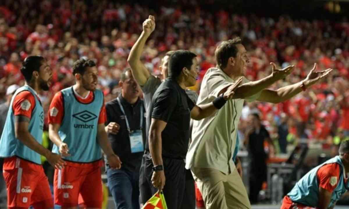 Lo que dijo Guimarães sobre los jugadores que dirigió en América