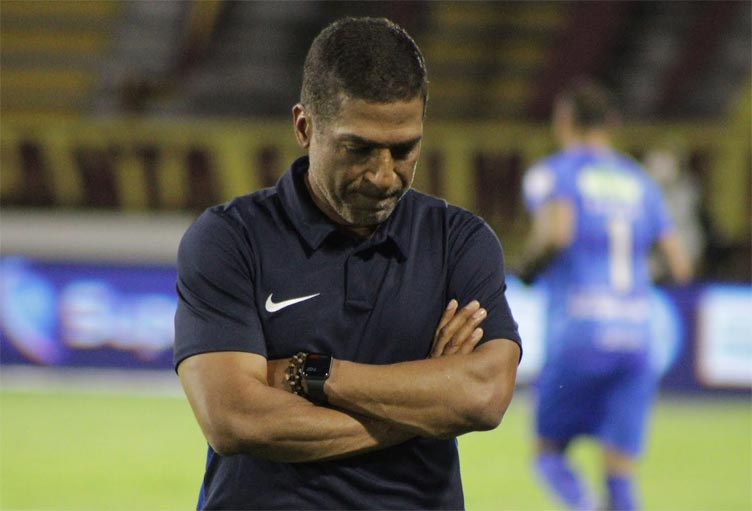 Alexis García, la liga que se le sigue negando como DT y una reacción imperdible
