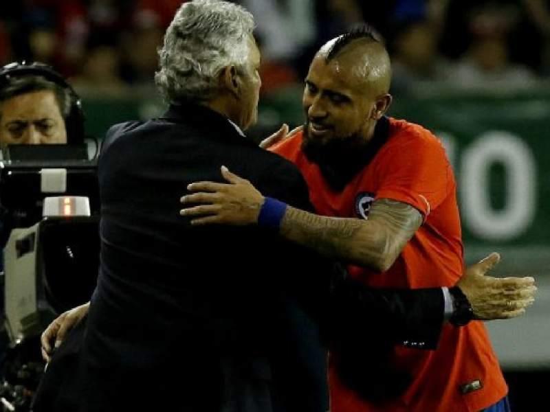Reinaldo Rueda ya se habría despedido de los referentes de Chile, empezando por Arturo Vidal