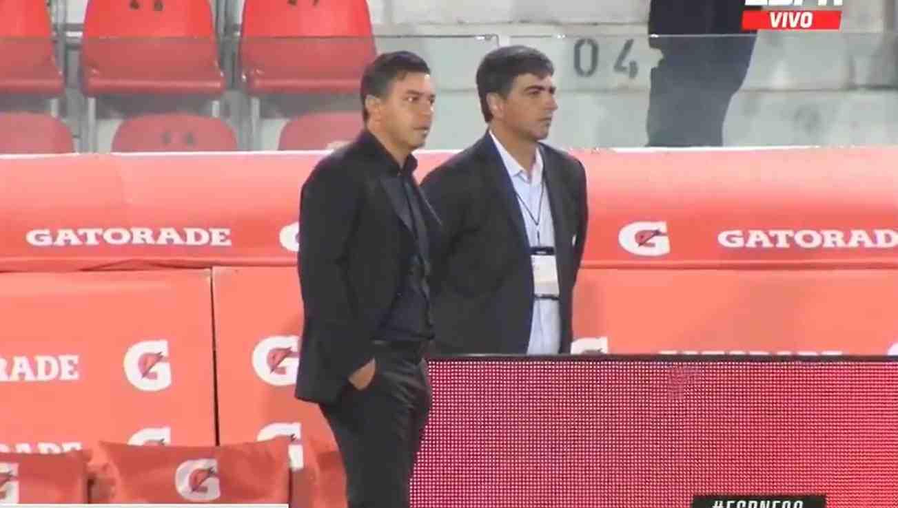 Reacción de Marcelo Gallardo, cuando vio la roja a Jorge Carrascal