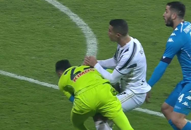¡El choque entre Cristiano Ronaldo y David Ospina!