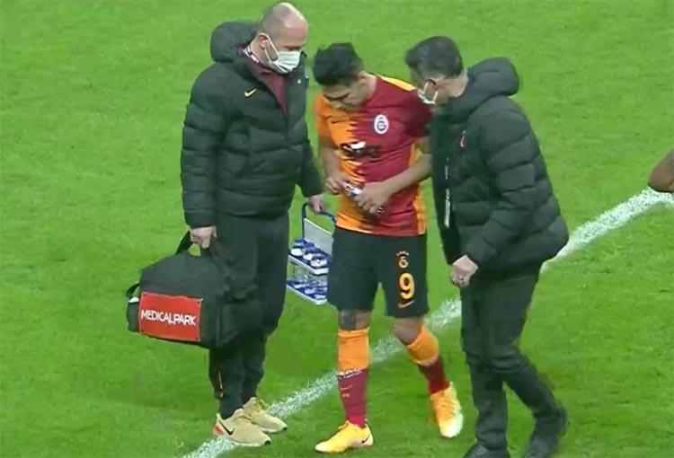 ¡Falcao García volvió a salir lesionado en Galatasaray!