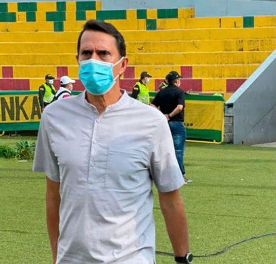 Alexandre Guimarães se quejó del arbitraje en Bucaramanga