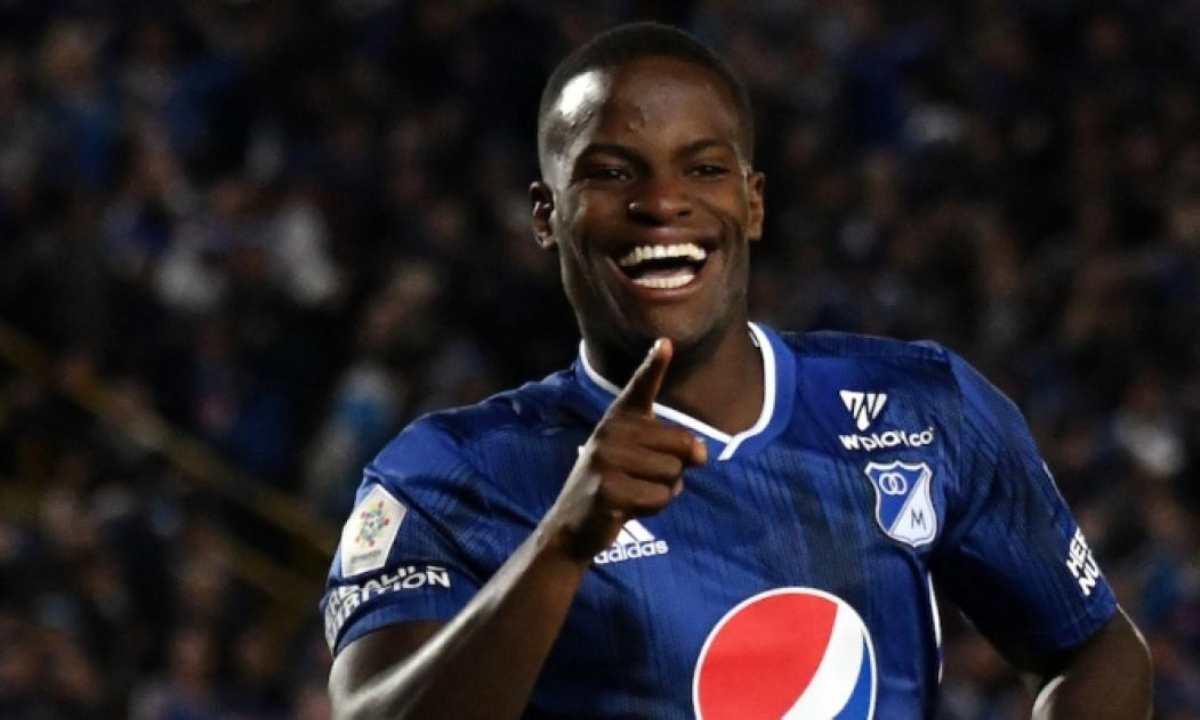 Millonarios rechazó la primera oferta de Boca por Andrés Román
