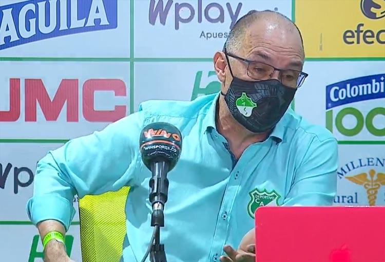 """Alfredo Arias y la queja al arbitraje: """"Lo dice el reglamento, no es penalti"""""""