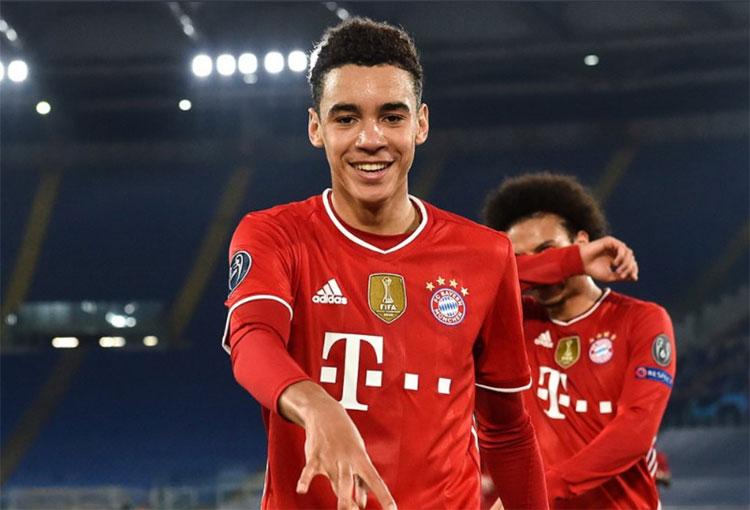 ¡Tiene 17 años y así empezó a marcar en Champions League con Bayern Múnich!
