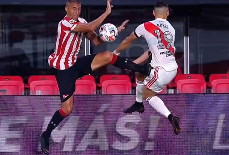 Santos Borré: de la brutal patada a la nueva opción para salir de River Plate