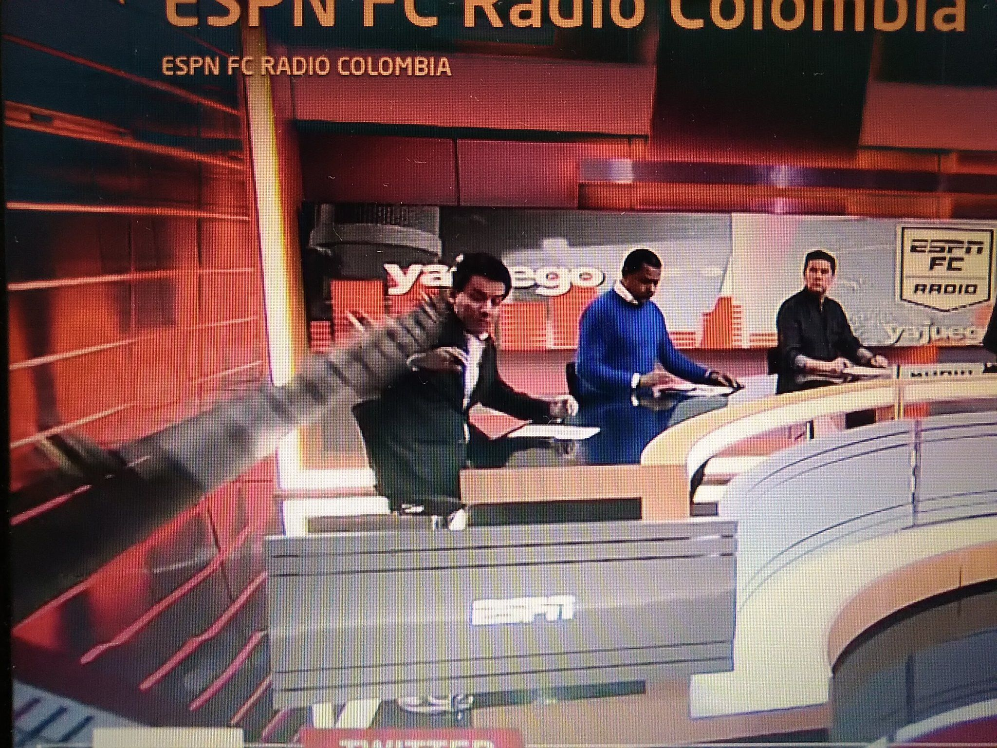 Fuerte accidente en vivo en set de ESPN Colombia