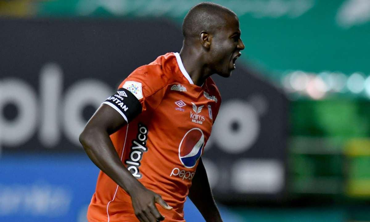 Adrián Ramos ya es el cuarto máximo goleador en el clásico vallecaucano