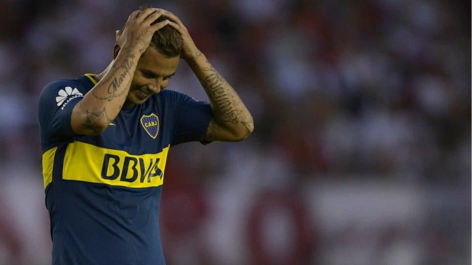"""A Cardona no lo perdonan en Argentina. Ni los goles le cantan: """"No merece ningún elogio"""""""