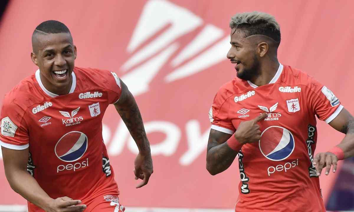 El reclamo de Jeison Lucumí a Yesus Cabrera en el partido vs. Pereira.