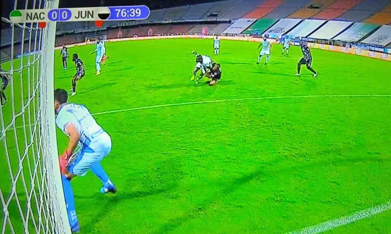 Hasta Carlos Bacca explotó contra el árbitro de Nacional vs. Junior