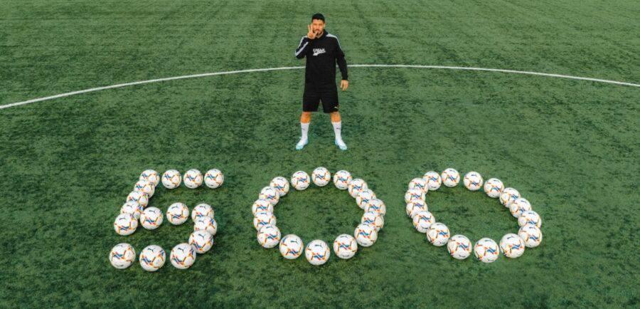 Luis Suárez donó balones de fútbol a jugadores jóvenes