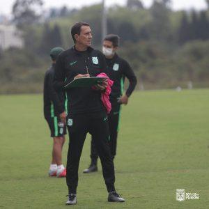 """Alexandre Guimarães: """"Los nueves son como las botellas de 'ketchup'"""""""