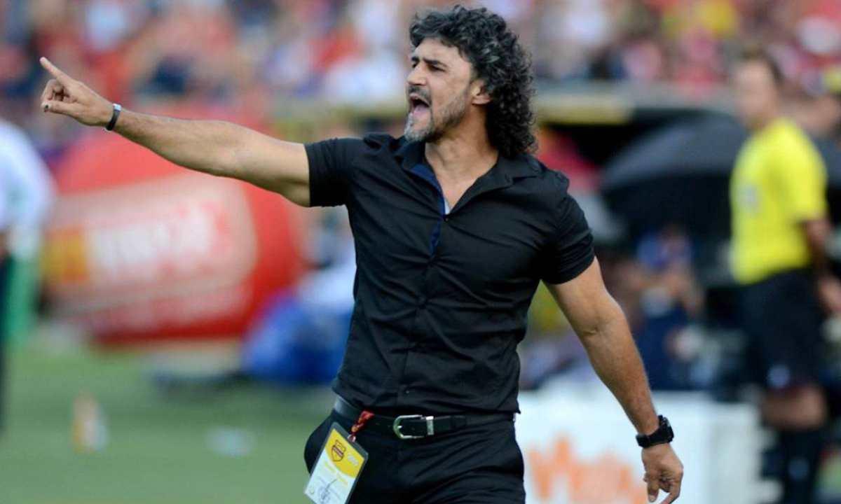 Prensa caleña asegura que Leonel Álvarez reemplazará a Juan Cruz Real