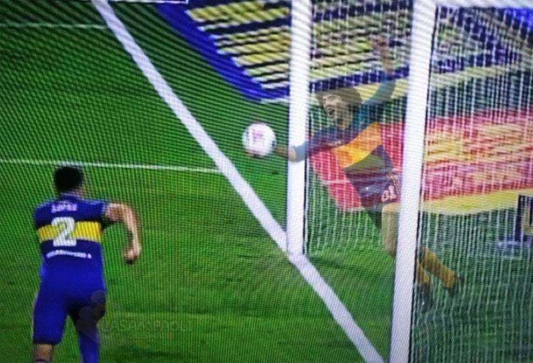 La insólita jugada por la que Maradona fue tendencia en el superclásico