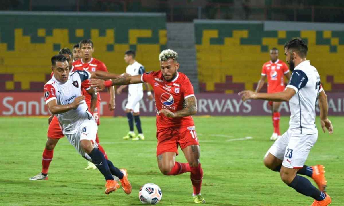 América de Cali siguió mostrando la irregularidad con la que venía en el torneo local y comenzó con el pie izquierdo en la fase de grupos de Copa Libertadores.