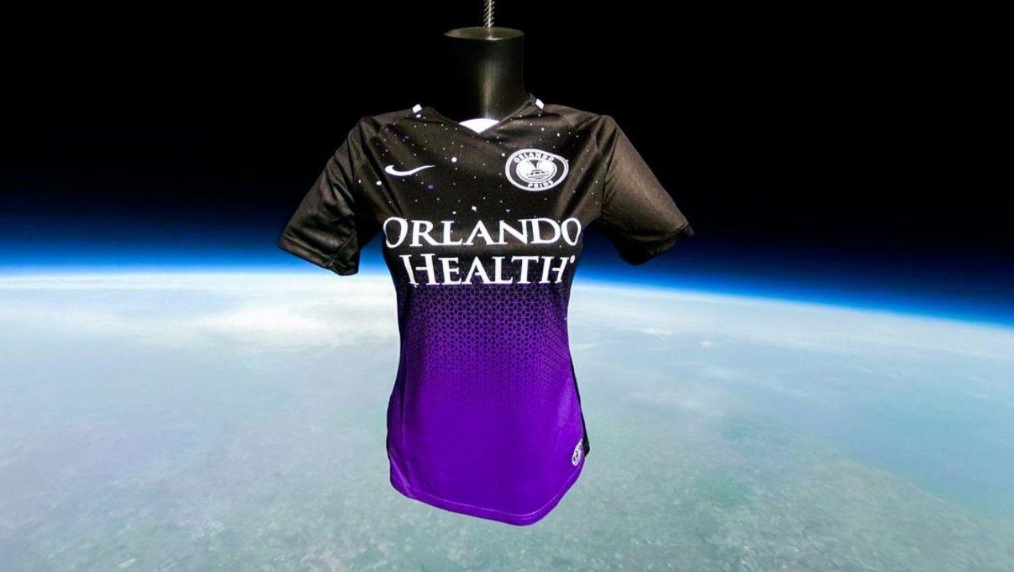 Para presentar uniforme, Orlando Pride envía camiseta al espacio